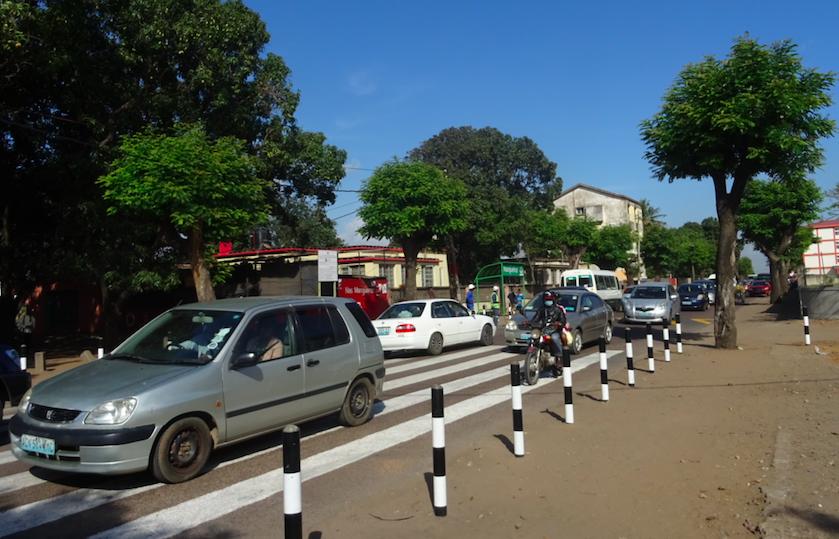 Bolardos Y Paso De Cebra. Movilidad Maputo