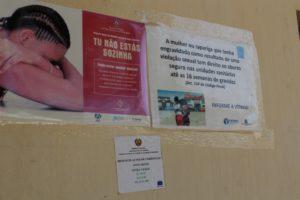 Cartells d'ajut a les víctimes de violència de gènere en un CAI